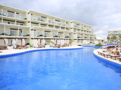 The Azul Sensatori lazy river pool in Cancun, Mexico
