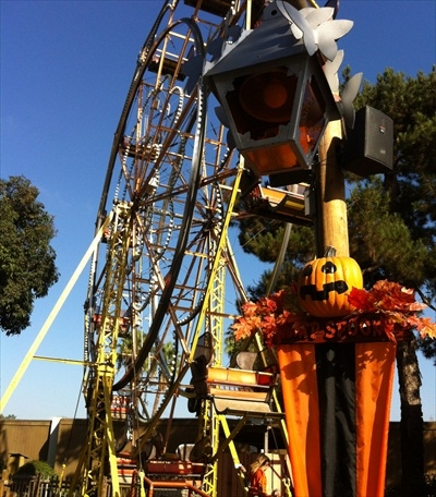 Knott's Camp Snoopy Halloween Ferris wheel