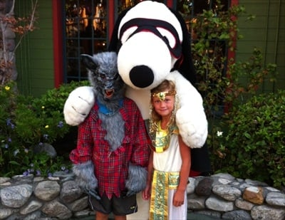Halloween Snoopy Knott's Berry Farm - Camp Spooky