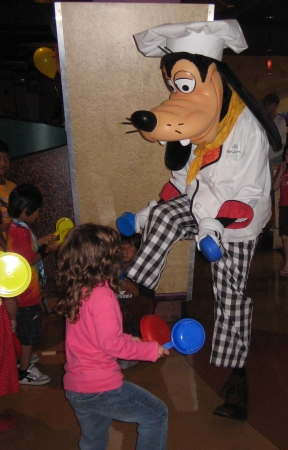 goofy dancing with kids at disney character meal