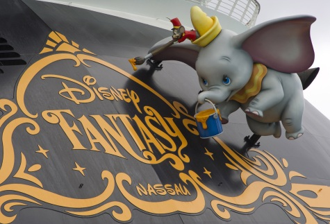 Dumbo and Timothy on Disney Fantasy stern