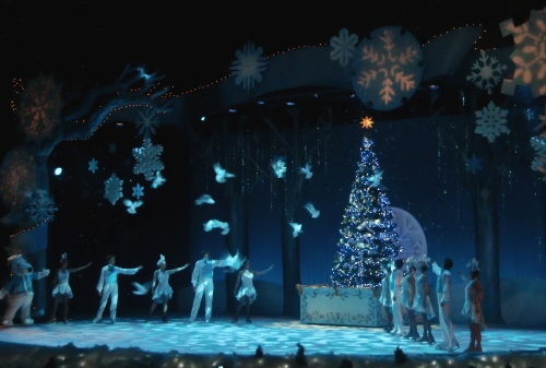 Snoopy on Ice at Knott's Berry Farm ~ Christmas at Knott's Berry Farm
