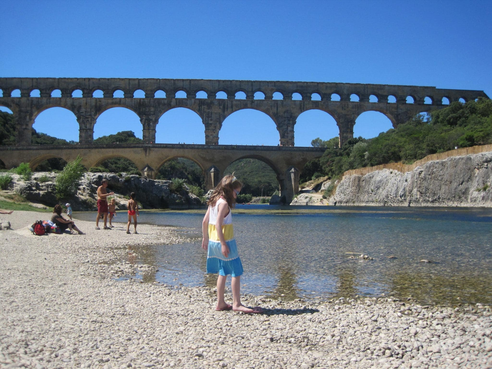 Relaxing afternoon at Pont du Gard