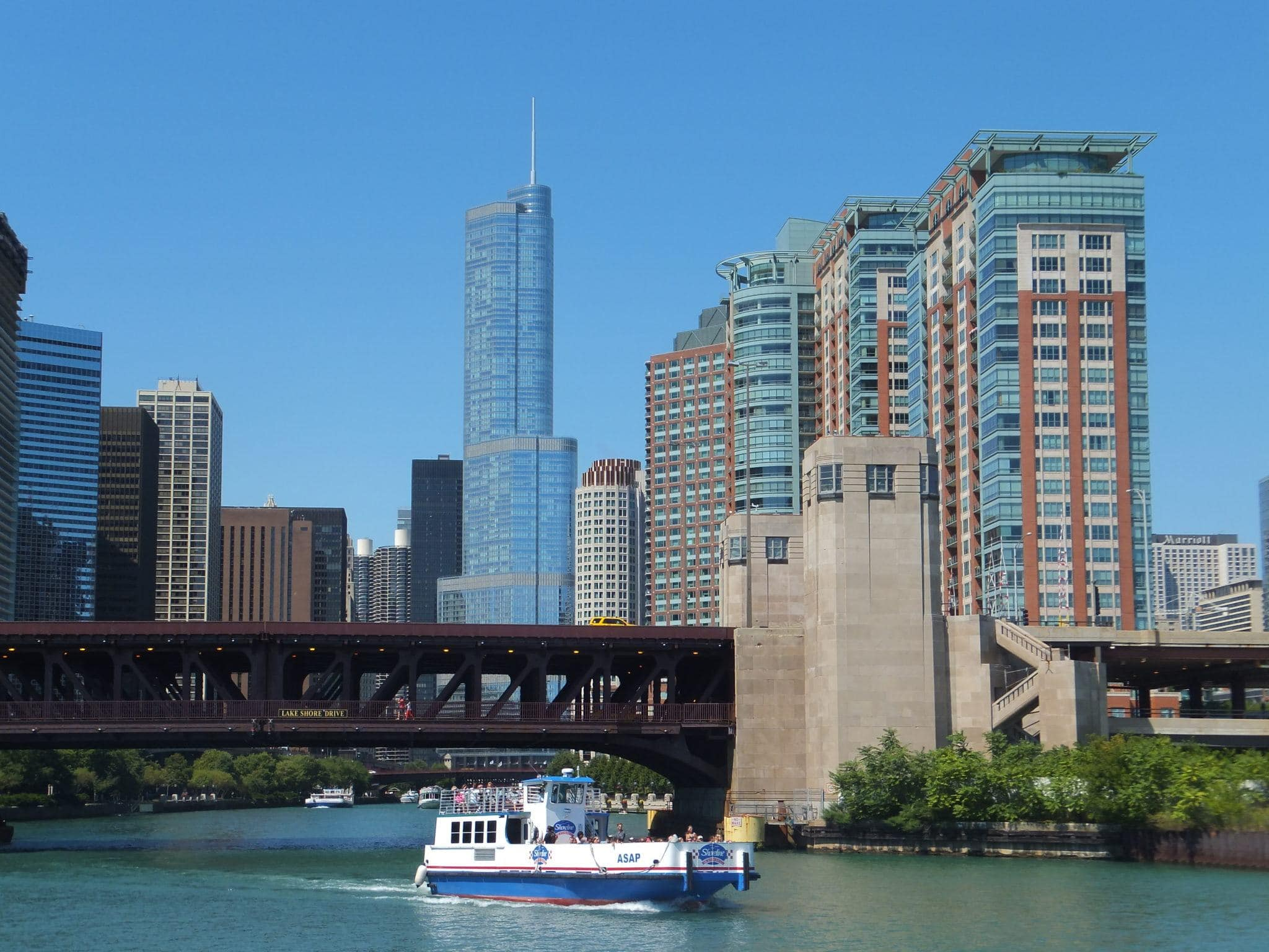 A cruise on the river is the perfect way to see Chicago