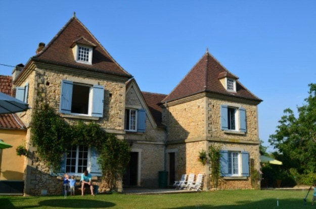 Croquet yard at Le Chevrefeuille, a bed and breakfast for families in Dordogne