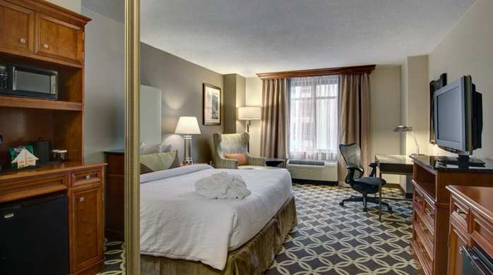 Hilton Garden Inn Washington DC Downtown Guestroom