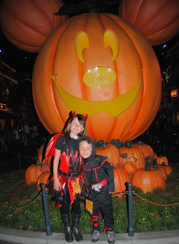 One last photo in front of the big Mickey pumpkin on Main Street