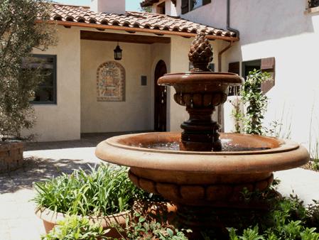 Quiet courtyard at Su Nido Inn