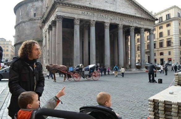 Visiting the Pantheon with our tour guide, Vincenzo