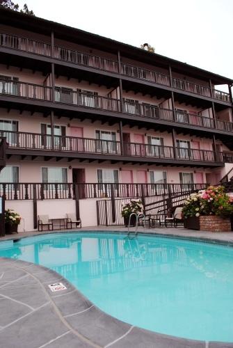 Hofsas House outdoor pool