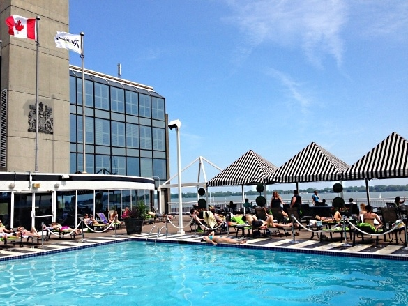 Radisson Admiral Hotel Toronto-Harbourfront rooftop pool