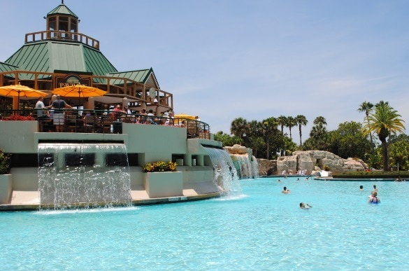 Poolside restaurant at Marriott Orlando World Center (Photo credit: Colleen Lanin)