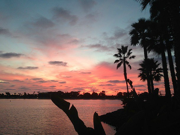 San Diego sunset at Paradise Point Resort's Barefoot Bar & Grill (Photo credit: Colleen Lanin)