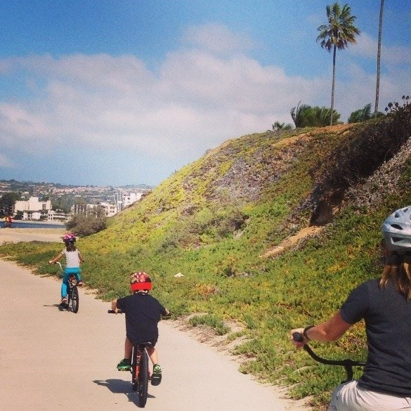 Explore San Diego's Pacific Beach area by bicycle