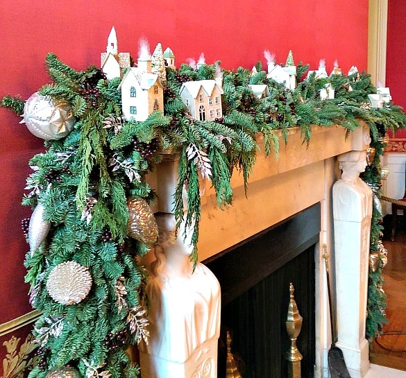 Holiday garland on the fireplace mantel in the White House's Red Room (Photo credit: Colleen Lanin)