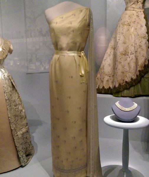 Jacqueline Kennedy's gown at the Smithsonian Museum of American History - White House Travel Blogger Summit