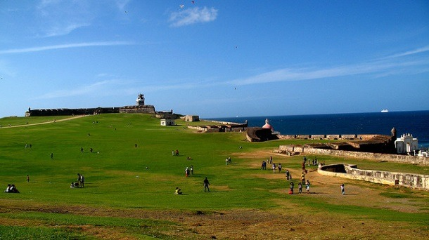 El Morro is the perfect place to get a history lesson AND fly a kite! (Photo credit: Reavel, Creative Commons 2.0, Flickr)