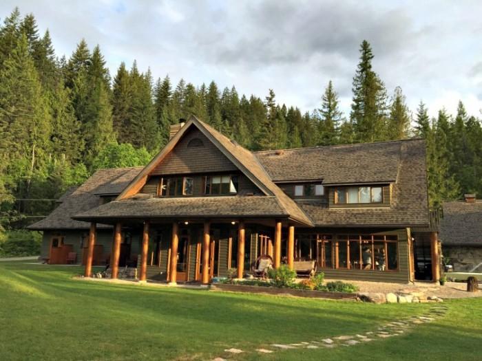 Mountain Trek Lodge overlooking Kootenay Lake