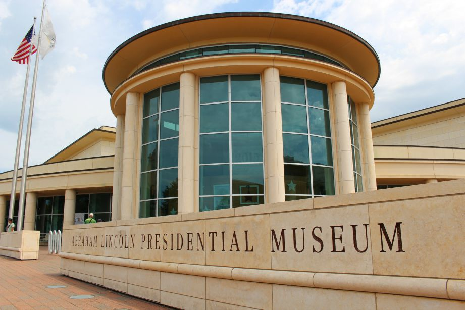 The state-of-the-art Abraham Lincoln Presidential Museum immerses visitors in the Lincolnian world of gas lamps, hoop skirts, and pen-and-ink speechwriting (Photo credit: Pilar Clark)
