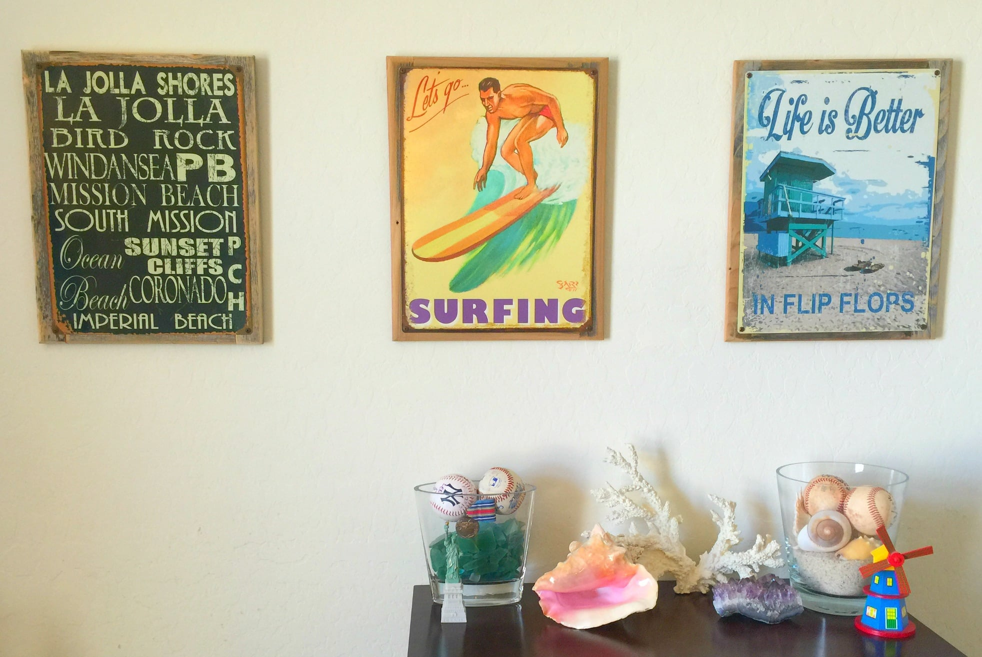 Create a gallery wall from art or photos from your travels ~ Travel Themed Bedroom for Kids Decorating Tips