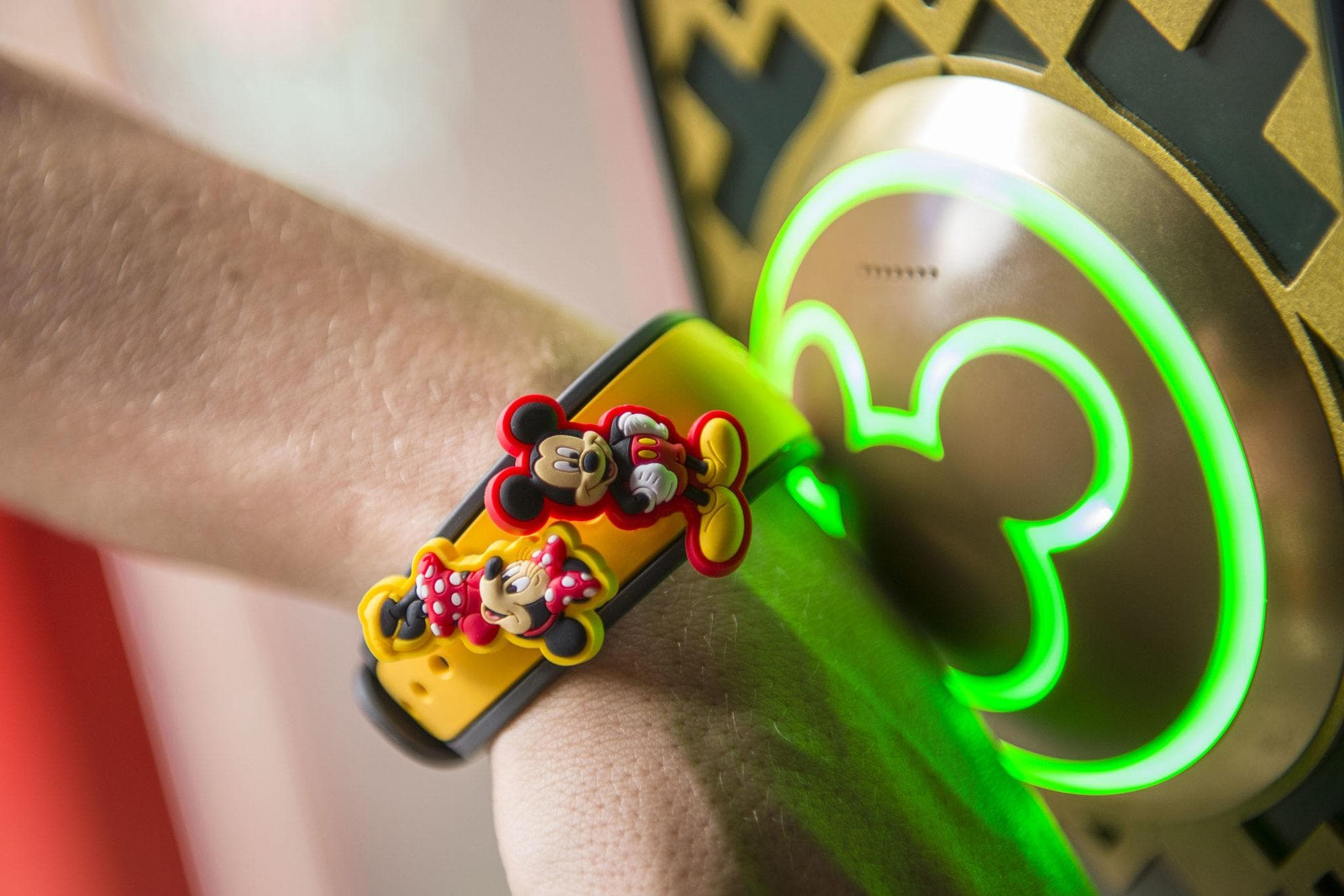 MagicBands make using FastPass+ even more fun ~ FastPass+ Tips for Savvy Parents