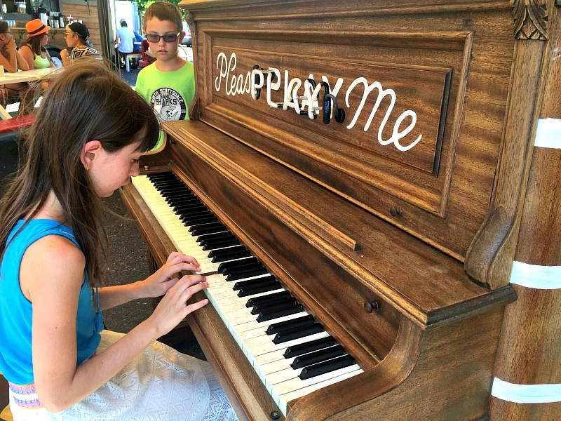 Mississippi Marketplace piano ~ Portland with Kids