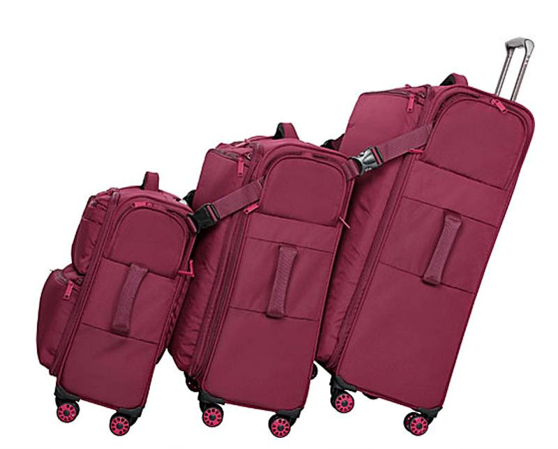 It Luggage's Ultimate Link System makes traveling with two or three bags easy ~ It Luggage Carry Tow Review and Giveaway