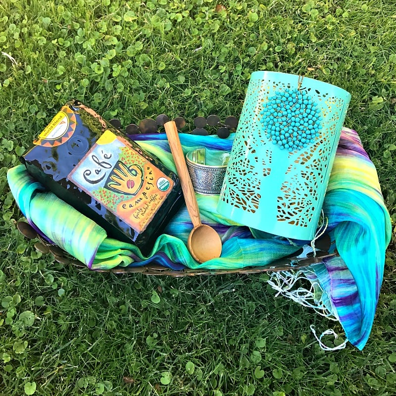 Enter to win this prize pack of World Vision handcrafted goodies ~ perfect for holiday gifts or to keep for yourself!