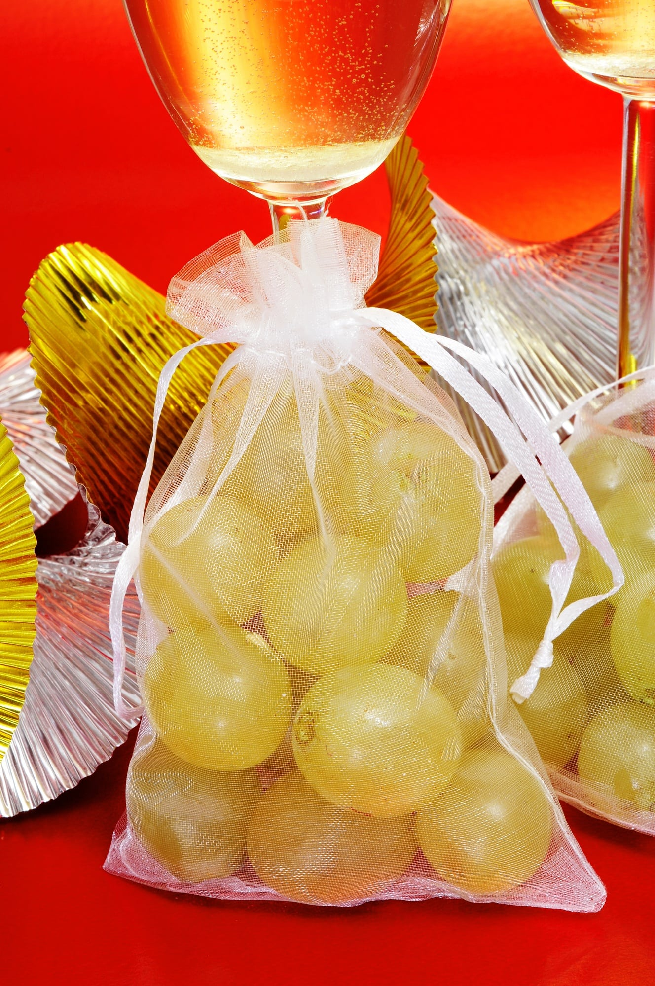 Spanish champagne and the lucky 12 grapes ~ 3 Fun New Year's Eve Traditions from Europe
