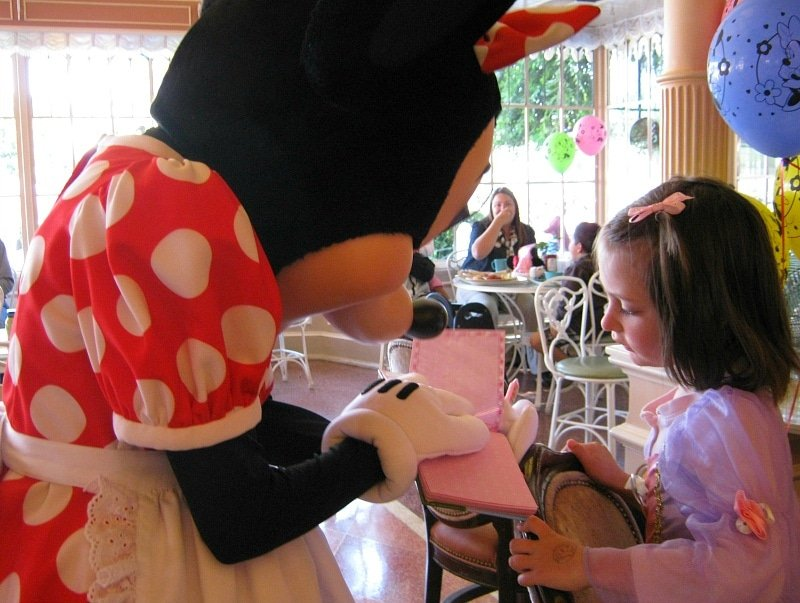 Breakfast in the Park with Minnie and Friends ~ Which Disneyland character meal is best for your family?