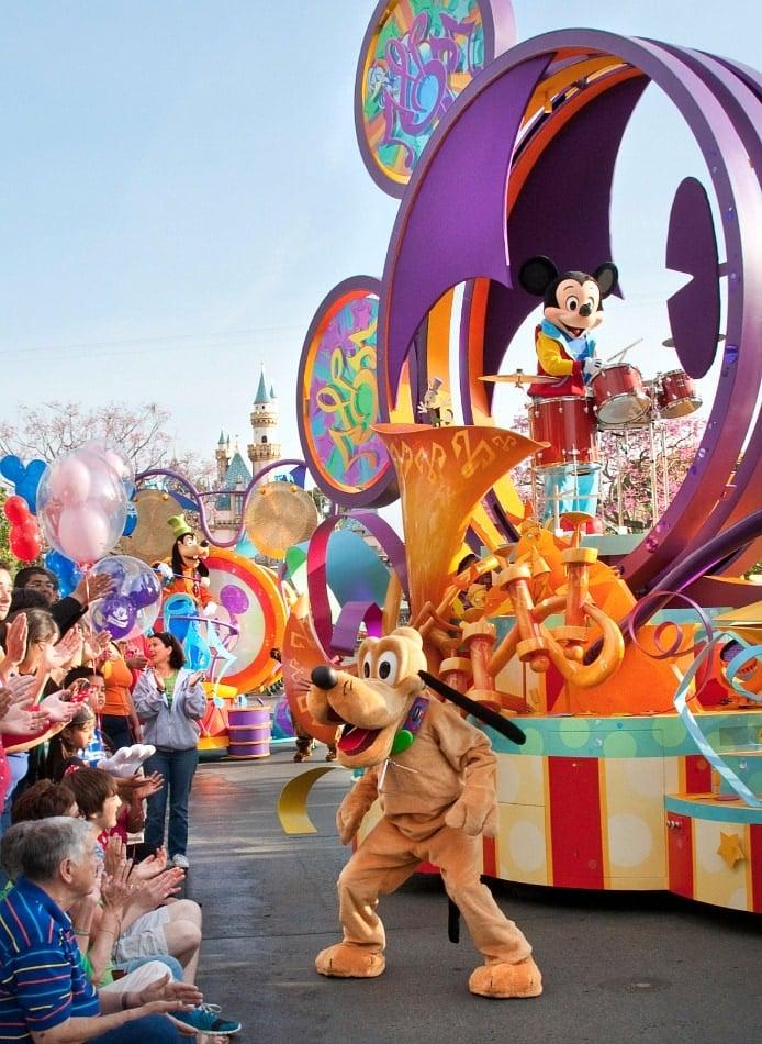 Mickey's Soundsational Parade ~ Disneyland vs Knott's Berry Farm