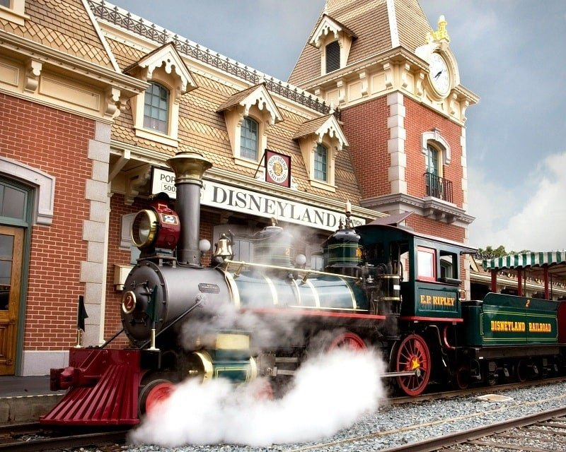 Disneyland Railroad ~ Best Disneyland rides and attractions for babies and toddlers