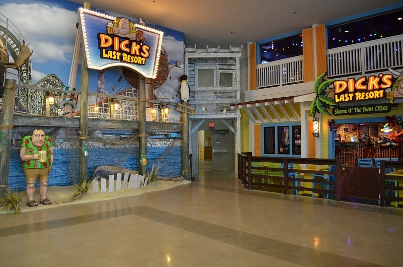 Dick's Last Resort hosts scavenger hunts for large groups ~ 30 Fun Things to Do at Mall of America Besides Shop