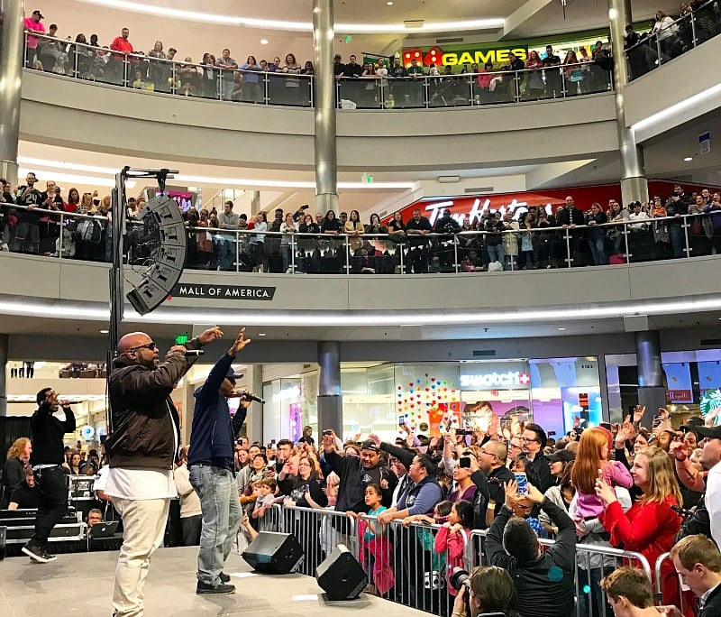 Boyz II Men giving a free concert at Mall of America ~ 30 Fun Things to Do at Mall of America Besides Shop