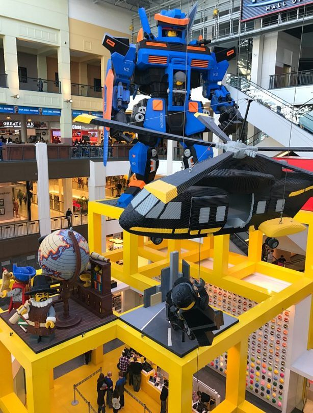 Play with LEGO bricks at the LEGO Store ~ 30 Fun Things to do at Mall of America Besides Shop