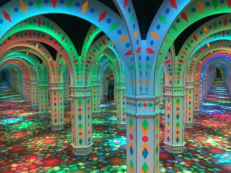 The Amazing Mirror Maze is 2,500 square feet ~ Fun Things to Do at Mall of America Besides Shop