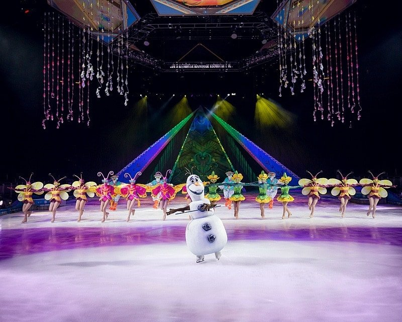 Olaf is a crowd pleaser in Disney On Ice Frozen! ~ 8 Tips for Disney On Ice with Kids