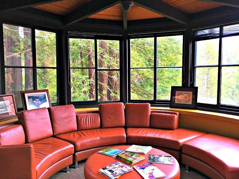 A quiet reading area in the Apple Wood Inn's lobby in Sonoma Valley