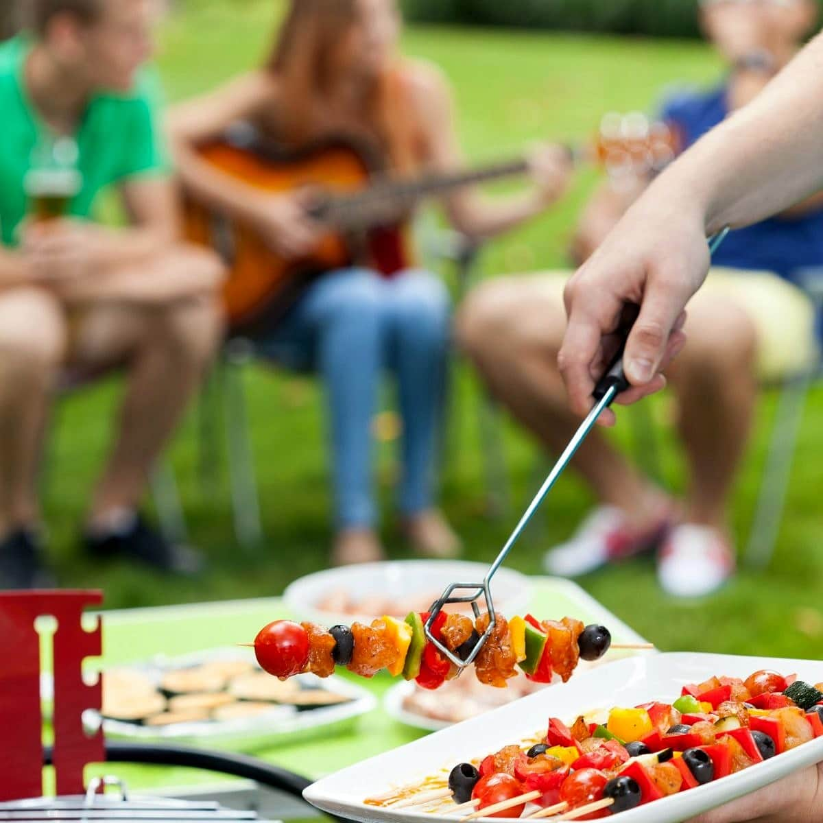 11 Backyard Barbecue Party Tips to Impress Your Guests without Stress