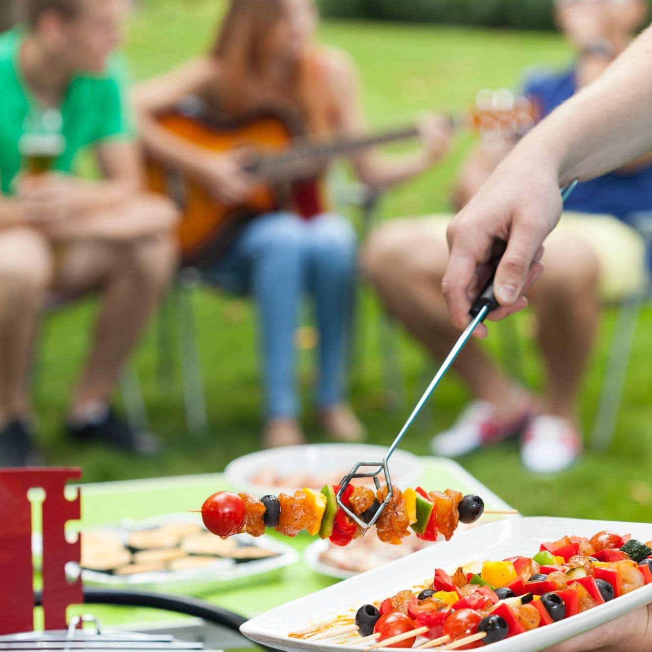 28 Backyard Barbecue Party Tips to Impress Your Guests without