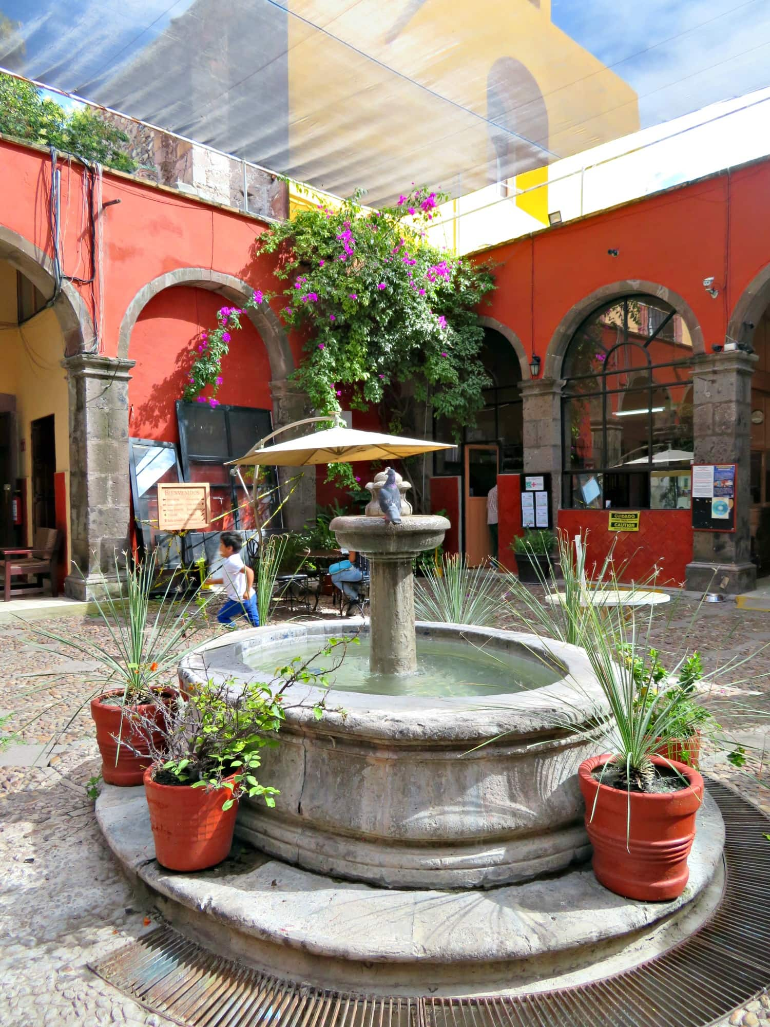The pretty courtyard at Biblioteca de San Miguel de Allende with kids