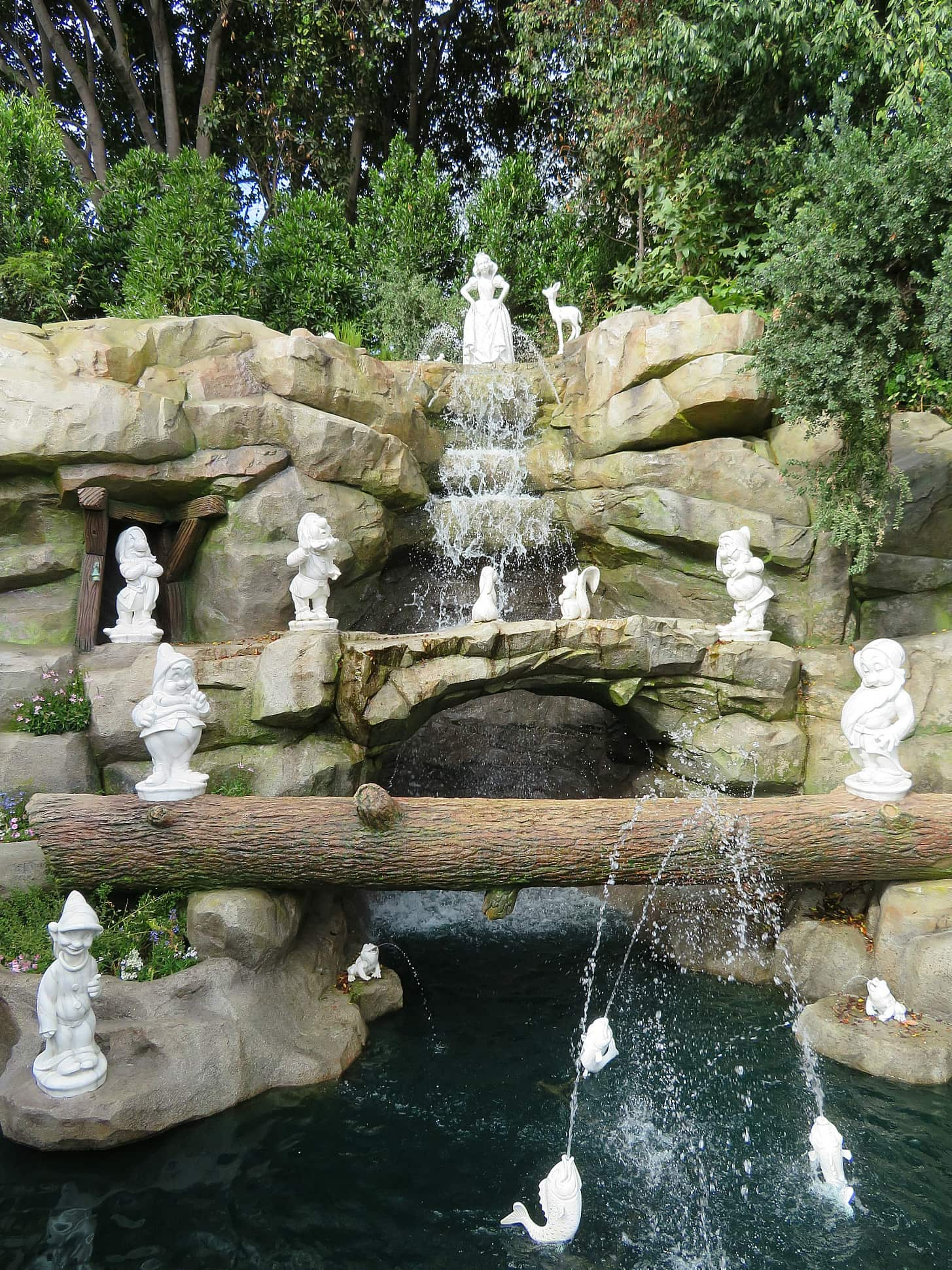 Learn about forced perspective at Snow White's Grotto ~ Educational Things to Do at Disneyland with Kids