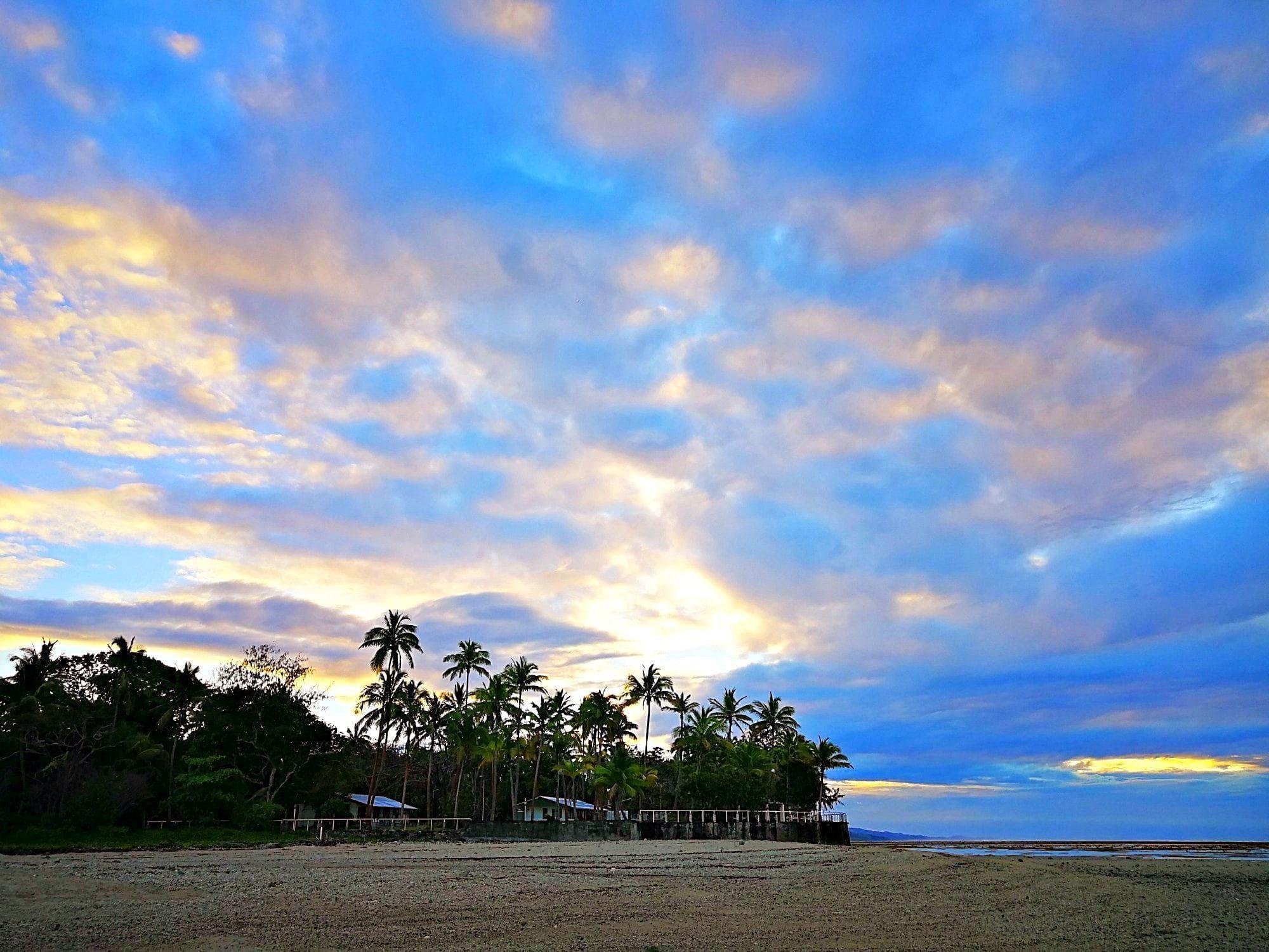 Bula sunrise on Fiji with Kids and Teens