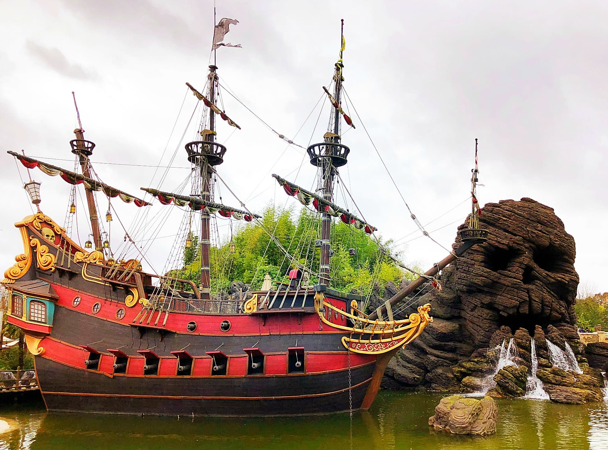 Pirate Galleon and Skull Rock at Disneyland Paris with Kids