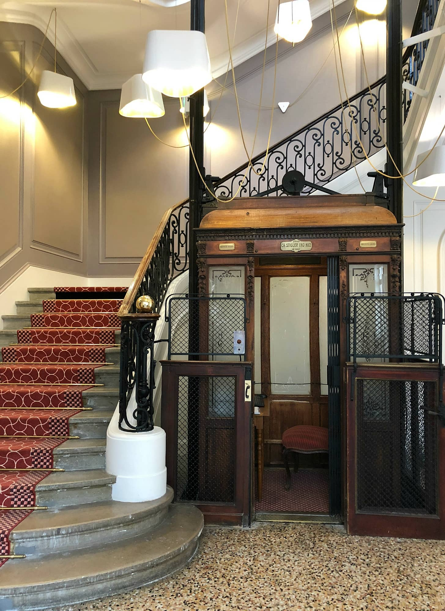 antique elevator at Oceania Le Metropole Montpellier
