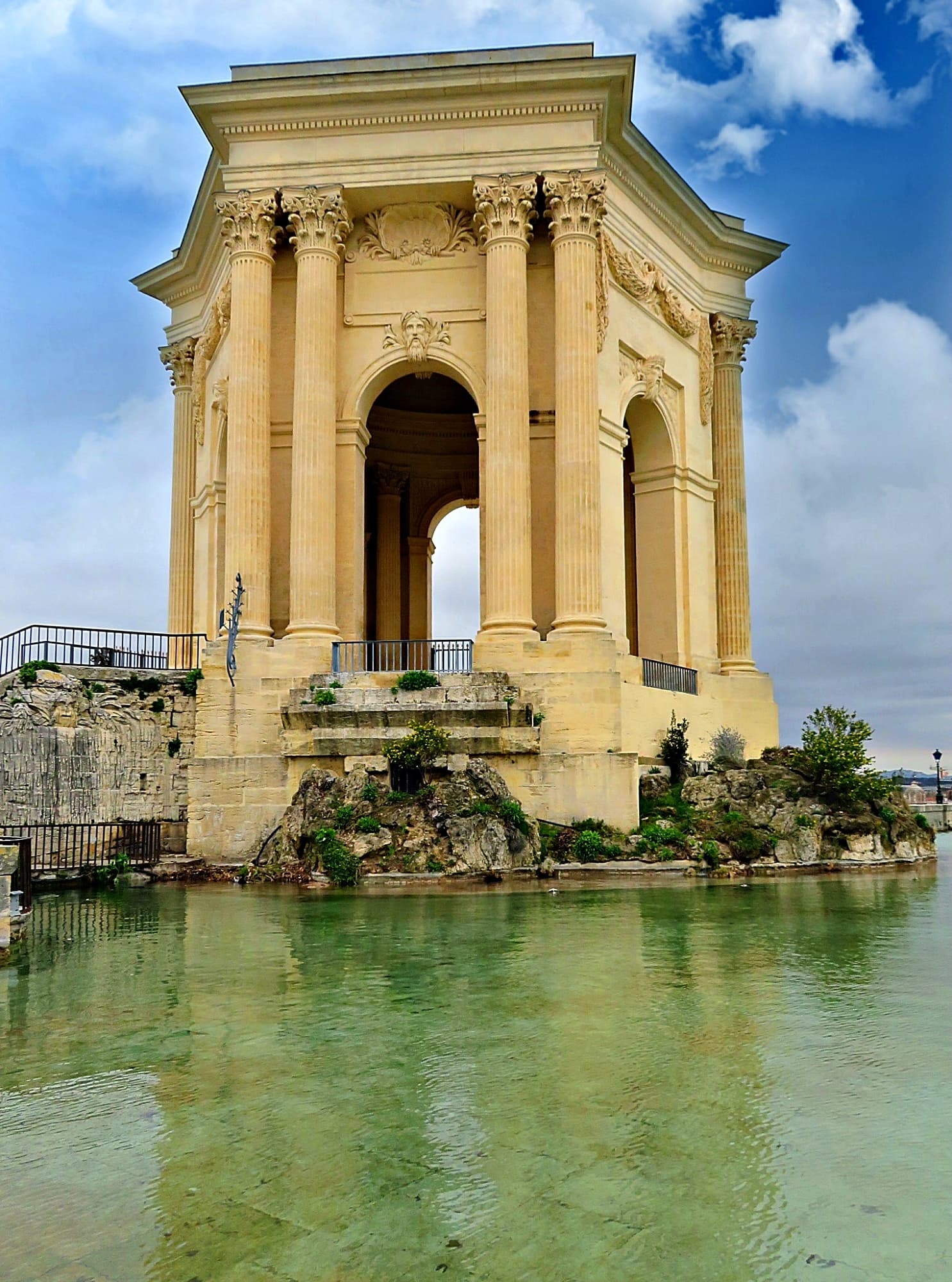 Chateau d-Eau is Aqueduc Saint-Clement in Montpellier, France