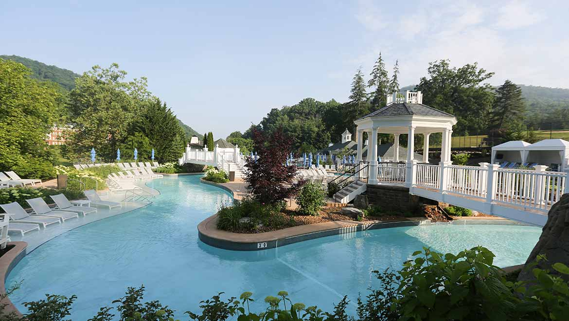 Lazy river at Omni Homestead Resort in Hot Springs, Virginia ~ Best hotels with lazy rivers
