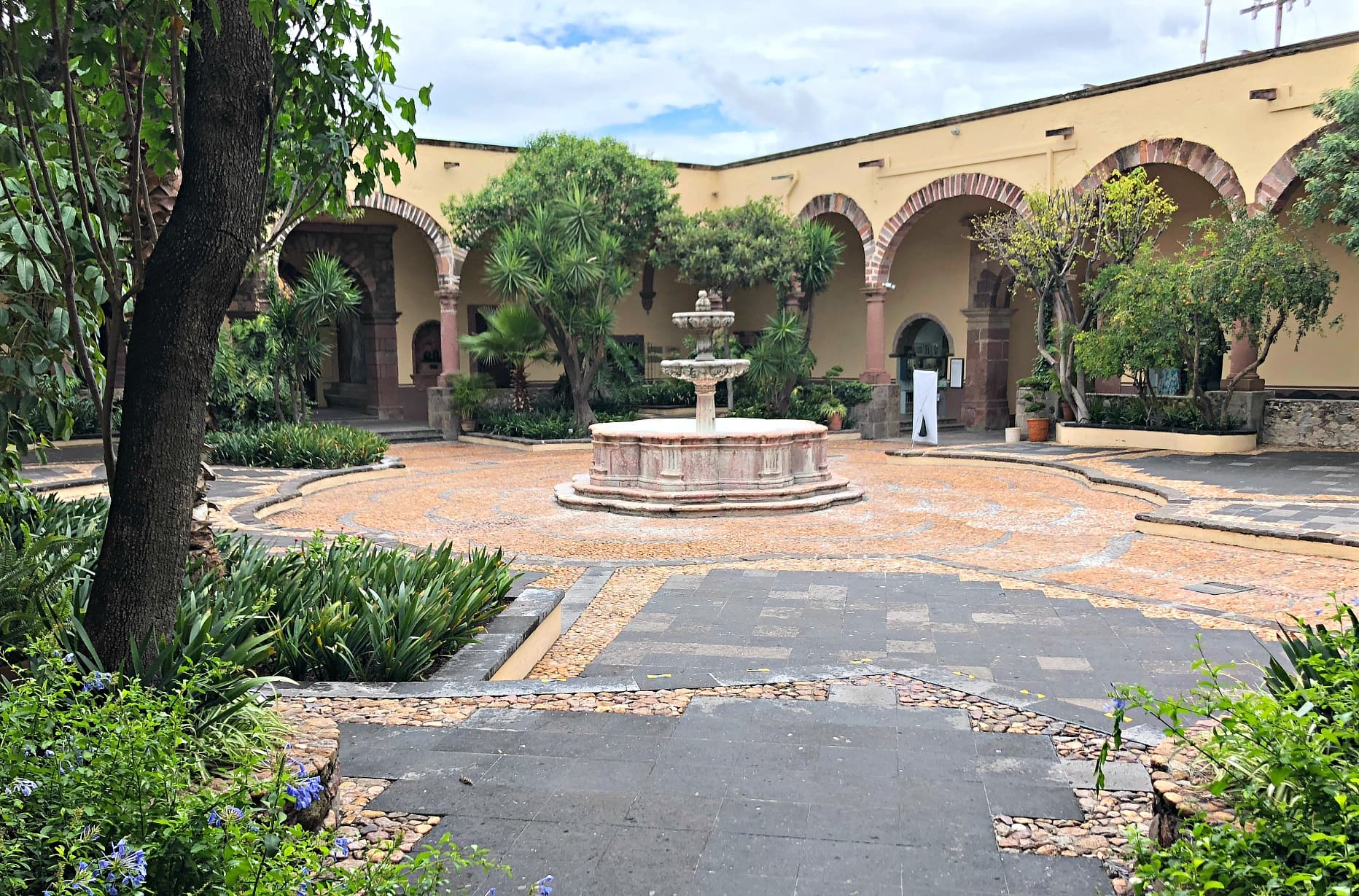 Instituto Allende helped establish San Miguel de Allende as an artistic city