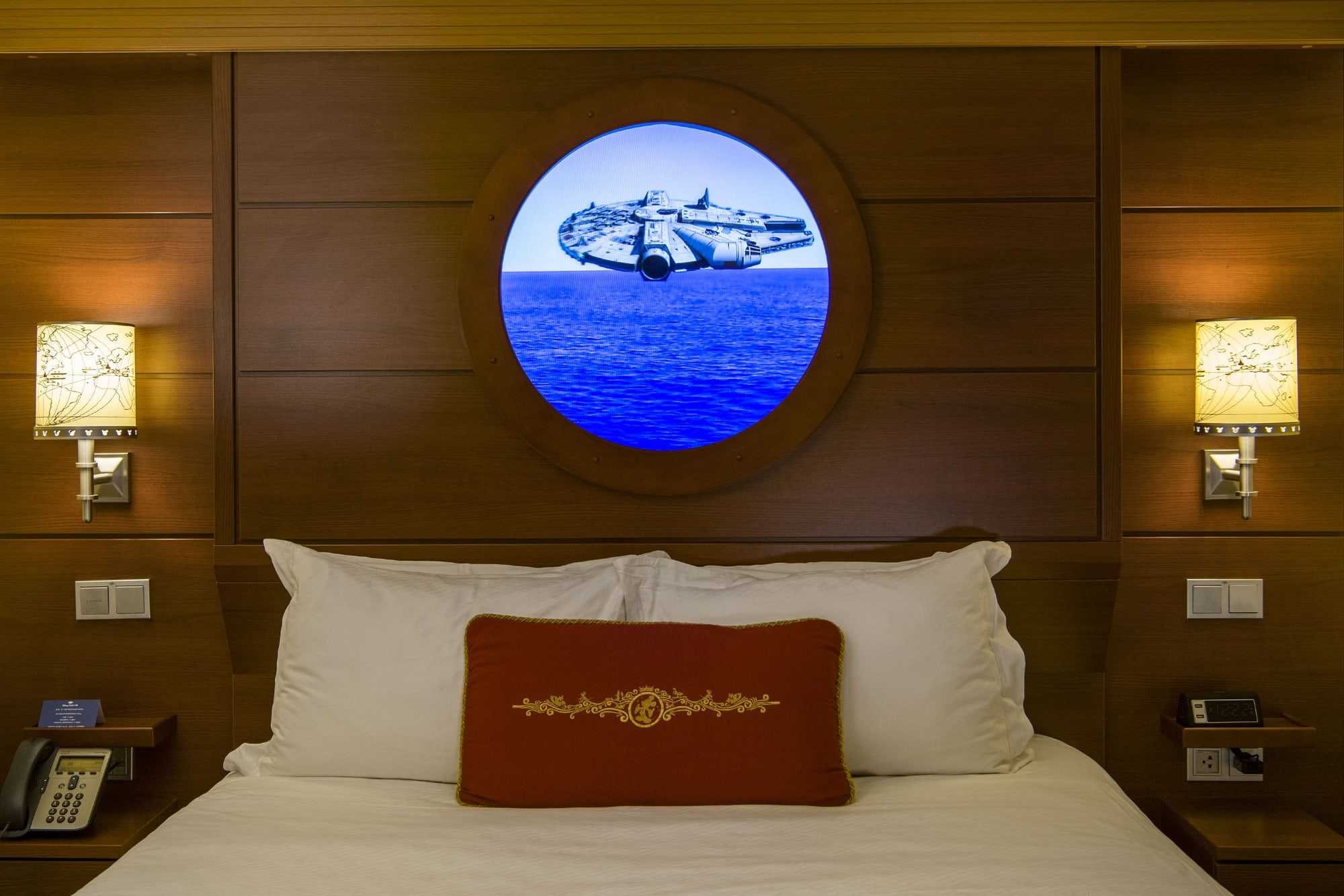 Magic Portholes transport cruisers to a galaxy far, far away with Star Wars graphics aboard Disney Dream with kids