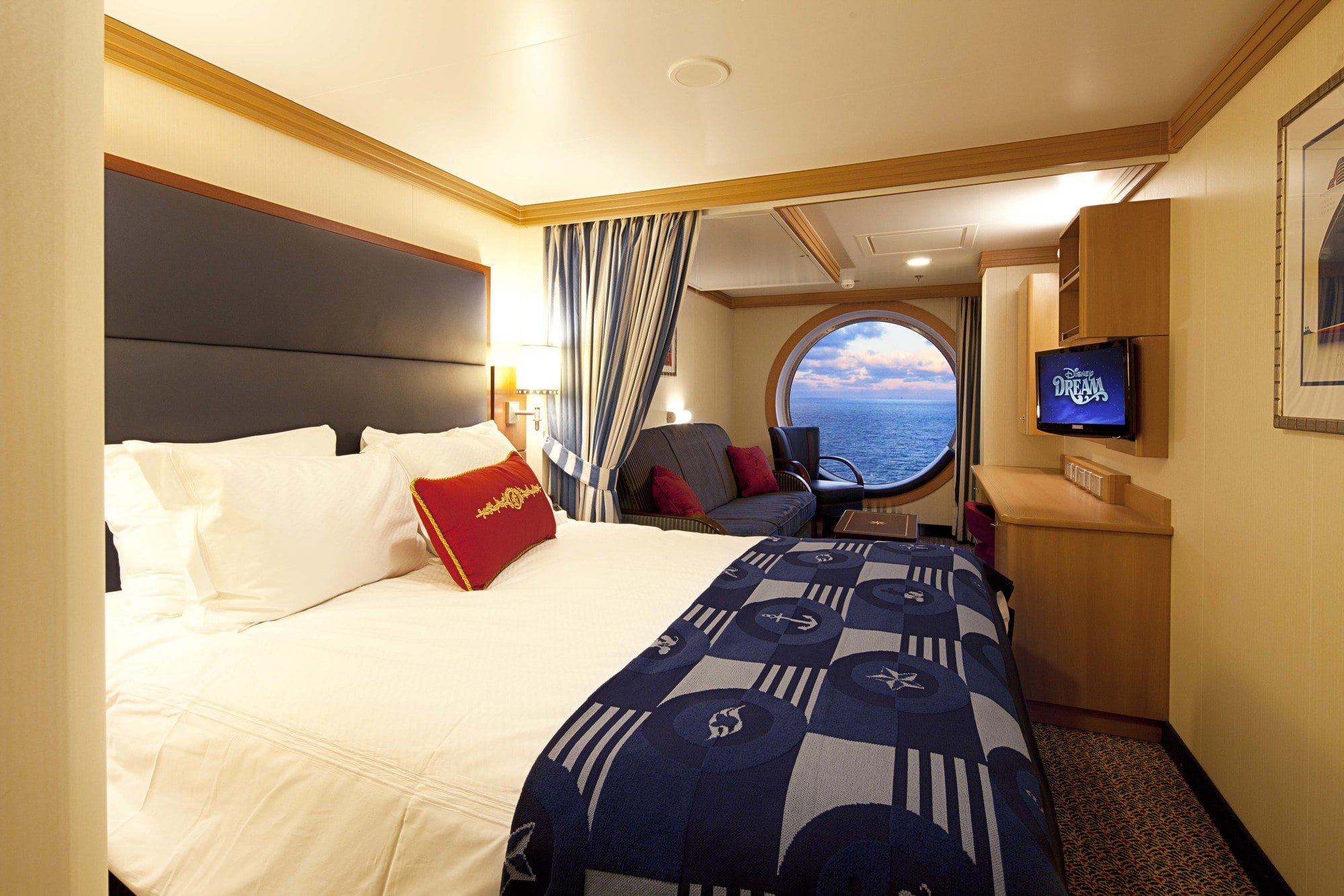Art Deco-inspired Deluxe Family Oceanview Stateroom on Disney Dream has features sure to please families